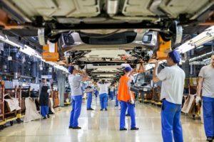 Продажи АвтоВАЗа продолжают падать
