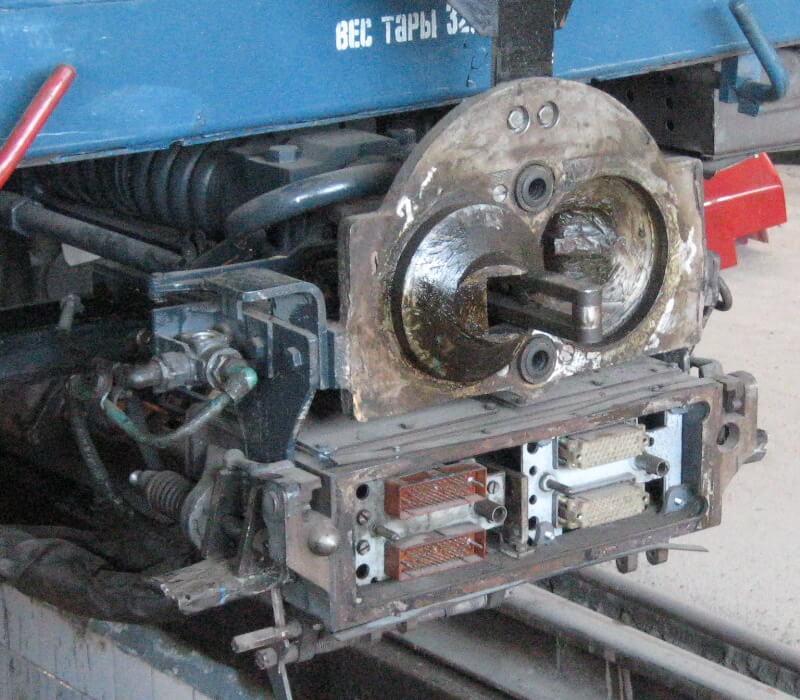 Как сцепляются вагоны поезда: чем соединяются вагонеты между собой
