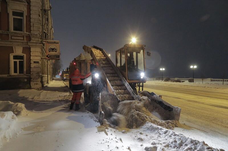 Более 500 машин убирали снег на дорогах Нижегородской области